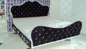 Кровать кованая с каретной стяжкой и стразами. Кованая мебель. Кованая кровать